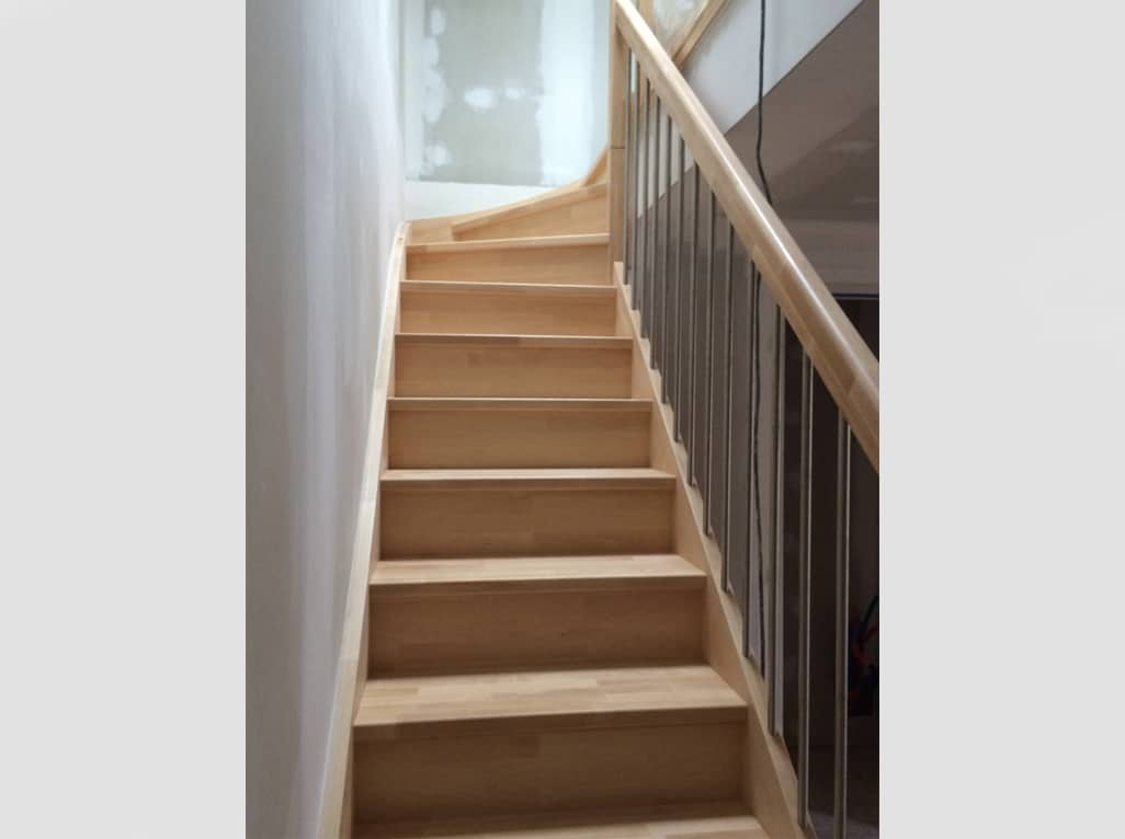 Pose escaliers bois - Menuiserie Xavier SEUX