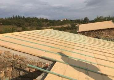 Pose bois isolants sous toiture